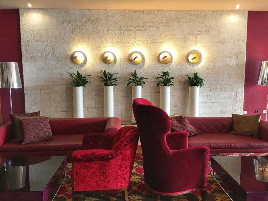 Hotel Melia Coral Umag Lobby couches and chairs